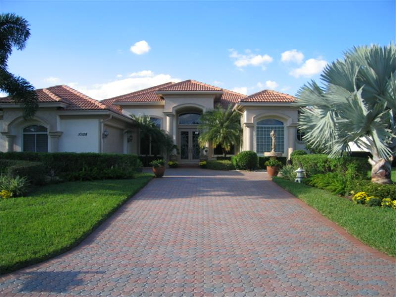 Details features and description luxury golf home for for Luxury home descriptions